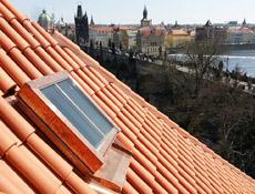 Historizující střešní okna Solara na pražské Kampě