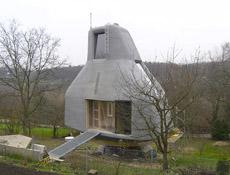 Domek v sadu svýhledem do údolí