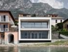 Minimalistická vila Casa Benedetti s transparentní fasádou Schüco a pyramidovou střechou
