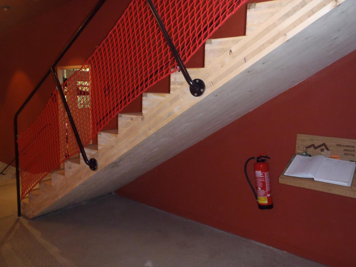 Dvouzávitové vruty SFS Intec pro výrobu a montáž dřevěných schodišť
