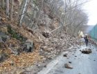 Nad silnicí poblíž Štěchovic skončila sanace skal