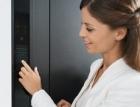 Vchodové dveře Schüco s dotykovým ovládacím displejem