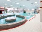 Retro keramické postavy a moderní obklady ožily v bazénu v Klatovech