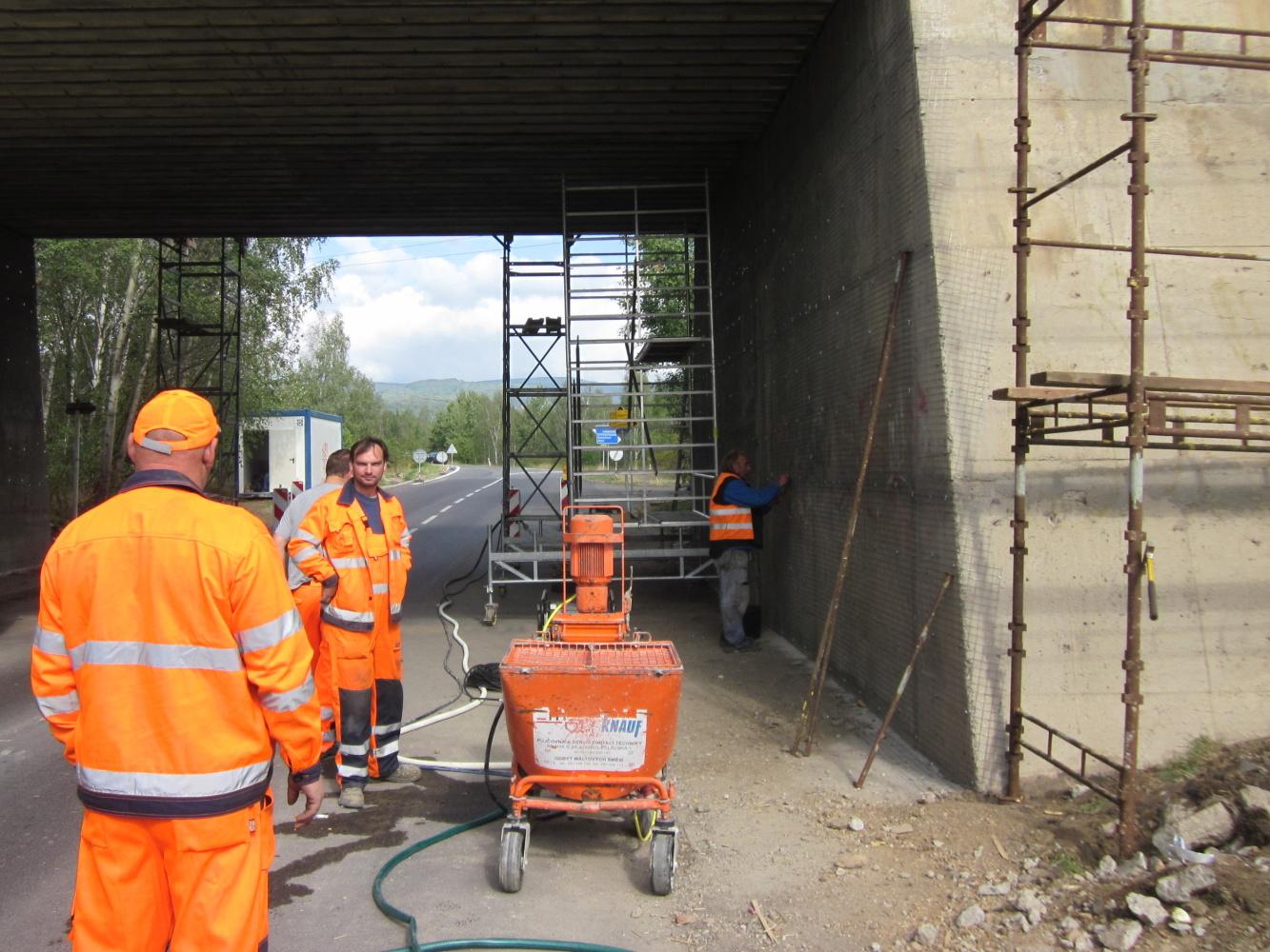 Produkty Knauf při sanaci železničního mostu u Kyjic u Chomutova