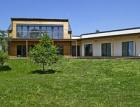 Dřevěný rodinný dům v pasivním standardu – Výstavba krok za krokem a hodnocení prvního roku provozu