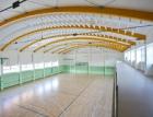 Nosná dřevěná střešní konstrukce tělocvičny v Zelenči