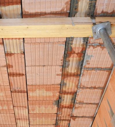 Obr. 6: Doplnění stropu podél stěny pomocí vložky MIAKO 8 u stropu z obr. 2