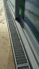 Terasový žlab MEATEC v kombinaci s dřevěnou terasou