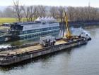 Betonáž ve Vltavě – Doprava betonu lodí a uložení pod vodu