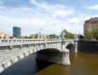 Plzeň musí tři roky po kompletní rekonstrukci opravit dláždění Wilsonova mostu