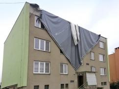 Chybně kotvená plochá střecha uletí