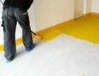 Nátěr SIGMAFLOOR 2K Epoxy Aqua chrání betonové podlahy v interiéru