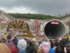 Stavbaři prorazili druhý tubus železničního tunelu u Plzně