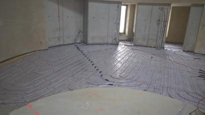 Příprava podlahového topení před aplikací litého cementového potěru