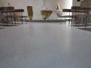 Litý cementový potěr Cemflow Look – detail podlahy