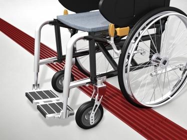 Bezbariérové řešení s pevnými vodicími drážkami vyhoví pohybu osob se sníženou pohyblivostí a na nástupištích může sloužit i jako vedení pro slepce