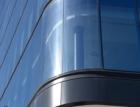 Oblé rohy skleněných fasád