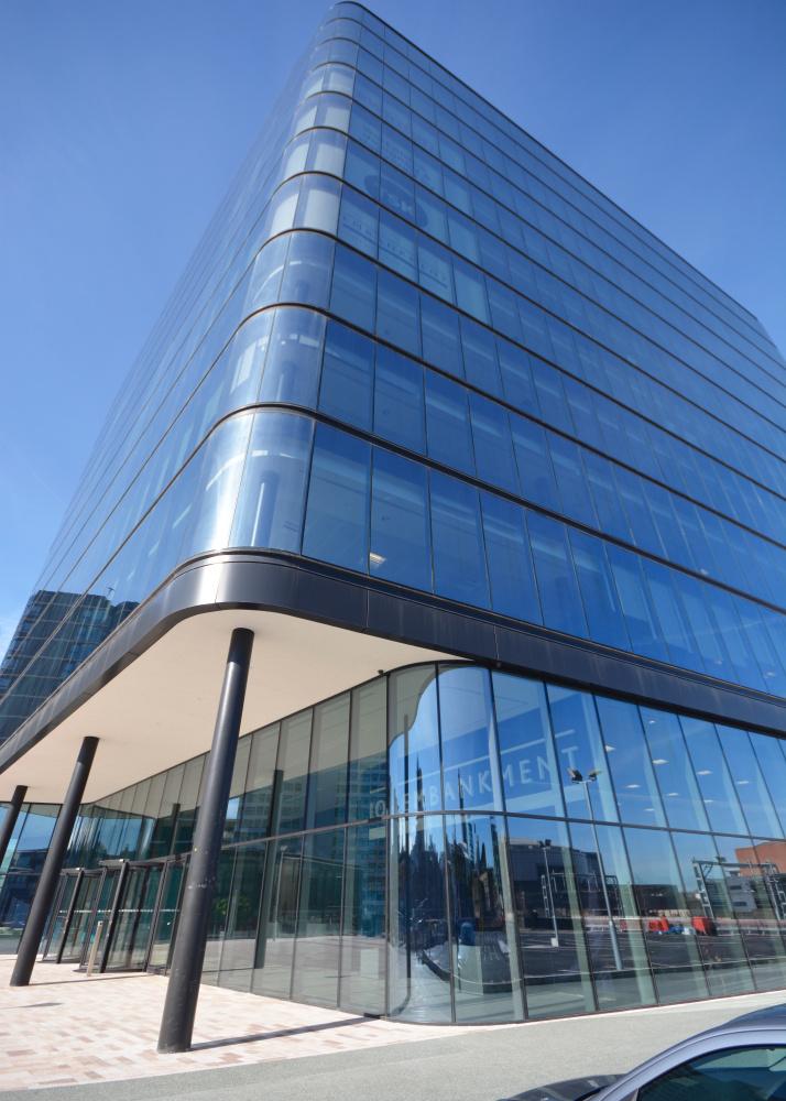 101 Embankment – oblé rohy skleněné fasády