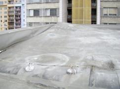 Obr. 2: Působení větru na okraj střechy – realita na střeše