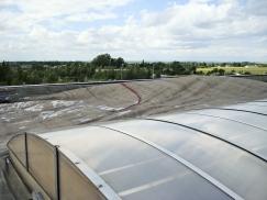 Obr. 3: Působení větru na okraj střechy – realita na střeše