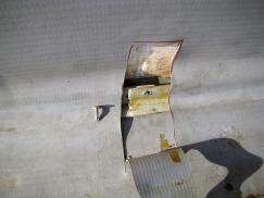 Obr. 10: Upevnění koutové lišty do tenkého plechu sendvičového panelu pomocí šroubů je vysoce rizikové a většinou časem selhává