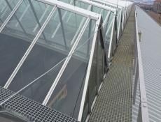 Kompozitní rošty a kryty na ocelovém zastřešení haly Hlavního nádraží v Praze