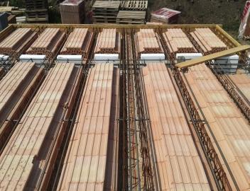 Obr. 16: Řešení balkónu z vložek pro strop bez nadbetonávky před betonáží