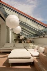 Luxusní střešní prosklení Solara Perspektiv v jednom ze střešních bytů v Praze – trojsklo s protisluneční vrstvou SunCool