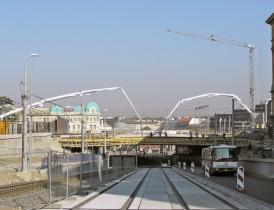 Obr. 1: Betonáž mostu přes Seifertovu ulici