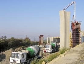 Obr. 9: Betonáž pilířů Novovysočanské estakády