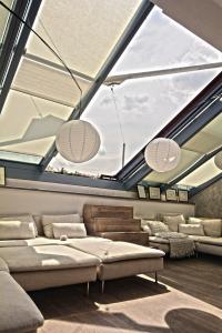 Luxusní střešní prosklení Solara PERSPEKTIV – trojsklo s protisluneční vrstvou SunCool v jednom ze střešních bytů v Praze