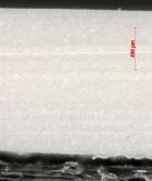 Obr. 21: U podélných vláken je patrná mezera mezi vlákny a vlastní hmotou fólie