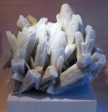 Obr. 1: Ilustračný obrázok – minerál anhydrit (zdroj www.wikipedia.org)