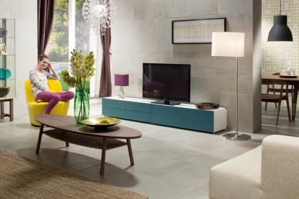 Zdánlivě nenápadný povrch dlaždic série Cemento připomínající betonovou stěrku je v ploše velmi efektní, a to jak na podlaze, tak na stěně. Dlaždice jsou nabízeny v rektifikovaných formátech 30x60 a 60x60 cm a ve třech odstínech.