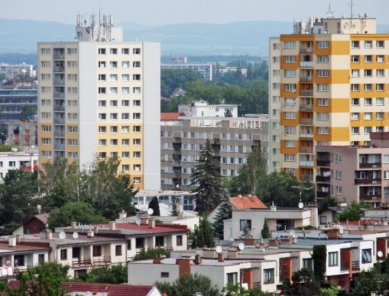Obr. 18: Porovnání se zatepleným domem v sousedství