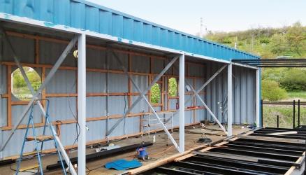 Obr. 4: Konstrukce příčně umístěného horního patra