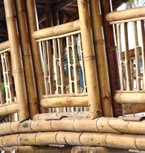 """Obr. 13: Detail zábradlí z bambusových """"prkének"""""""