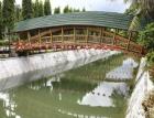 Lávka s bambusovou nosnou konstrukcí