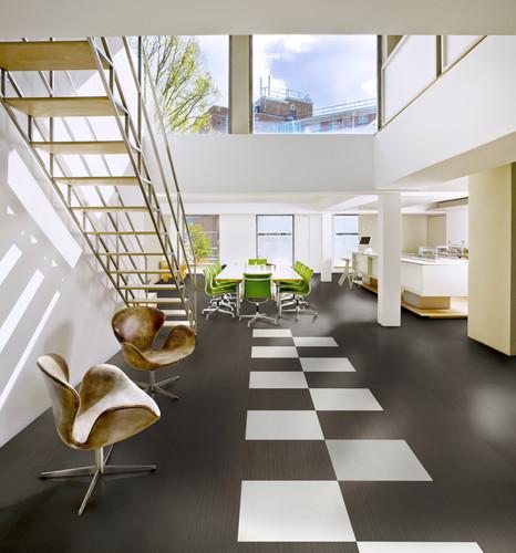 Ekologická elastická podlaha Upofloor, kolekce Xpression Stripes, dekor Dark Grey dolce