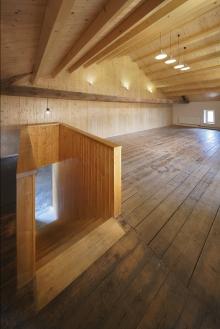 Interiér klubovny v bývalé stodole
