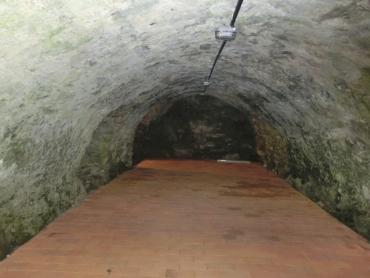 Pivovarský sklep je umístěn přímo pod severní stranou špejcharu a bylo nutno zněj odvézt mnoho sutě