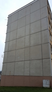 Stav panelového domu v Horažďovicích před rekonstrukcí