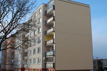 Provětrávaná fasáda panelového domu v Horažďovicích inspiruje okolí