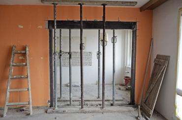 Obr. 1: Vyřezání otvoru a podepření stropu