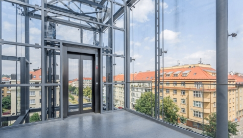 Výtah vybavený prosklenou kabinou nabízí krásný výhled do okolí