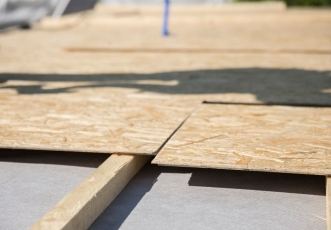 Nové opláštění střechy deskami Egger Roofing Board, foto Marian Ouatu