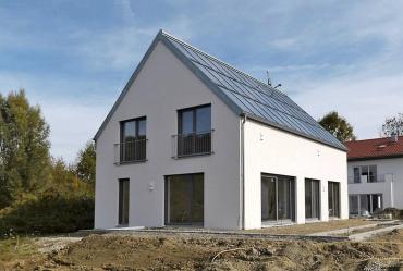 """Obr. 1: Dům v duchu """"Massivhaus (Massivbau)"""", projekt energeticky plusového domu z jednovrstvé cihelné konstrukce, zdroj: http://www.ehp-schlagmann-baywa.de"""
