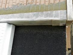 Obr. 5–7: RD Zliv, velmi pečlivé, v některých případech až předimenzované provedení detailů pro zajištění vzduchotěsnosti obálky budovy vedlo k extrémně nízké hodnotě n50 při kontrolním blower-door testu: 0,2 h–1