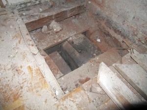 Obr. 3: Sonda v místě stropní výměny kolem komínového tělesa