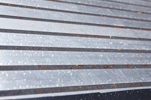 Páska illbruck TP600 illmod 600 prokazuje bezchybnou funkčnost již 22 let i přesto, že je permanentně vystavena dešti, sněhu, ledu a UV záření